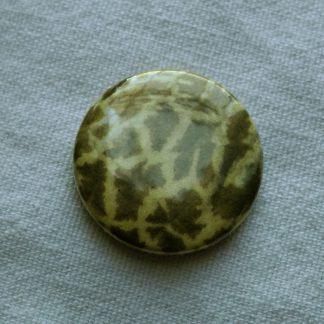 Button – Giraffe